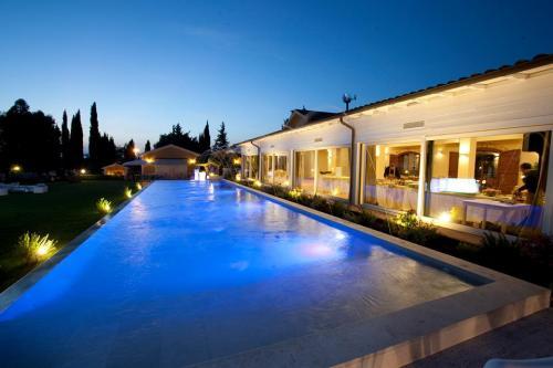 La piscina del Casale Realmonte è un incanto.