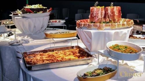 Al Cluster Club si mangia benissimo con un buffet davvero speciale. Eccone la prova.