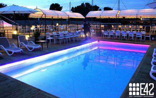 La piscina della discoteca E42. Roma