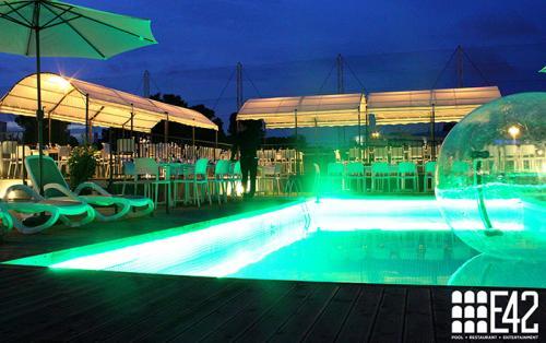 Il ristorante in zona Eur E42 dispone di una location incantevole. La piscina dell'E42.