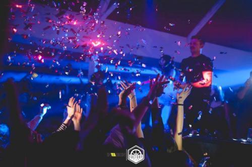 La serata al Factory Discoclub è viva più che mai!
