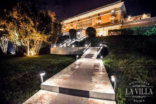 La villa è un locale unico e raffinato in zona Ponte Milvio.