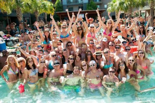 Il Pool Party dello Sheraton Hotel in zona Eur - Roma.