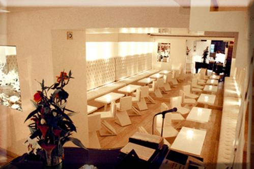 Il Tartarughino è un locale in pieno centro di Roma raffinato ed elegante.