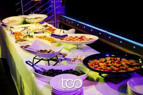 Al Too Club, ristorante in zona Piramide, il menù è alla carta ma c'è anche un buffet da paura!