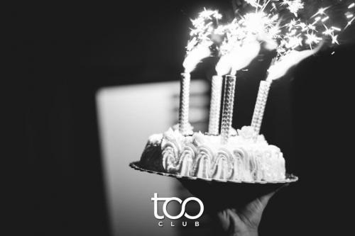 Una torta unica al Too Club. Ristorante e discoteca si fondono in un unico locale in zona Ardeatina.