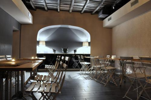 La discoteca Escopazzo è un disco-club giovanile. Una foto degli interni.
