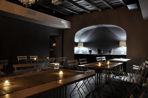 Il locale è pronto per ospitare i nostri clienti della discoteca escopazzo.