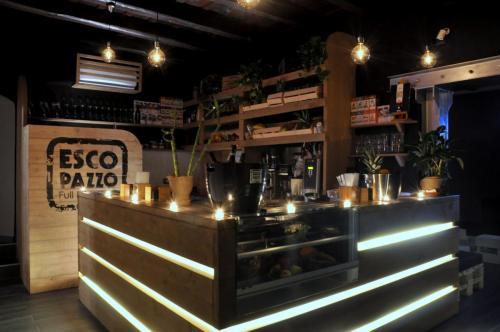 Il bancone del della discoteca Escopazzo di Roma in zona Centro città.