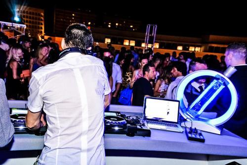 Musica live e DJ Set alle Terrazze del Palazzo dei Congressi.