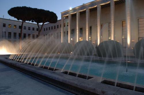 Le fontane del Salone delle Fontane da cui deriva il nome sono un incanto per gli occhi